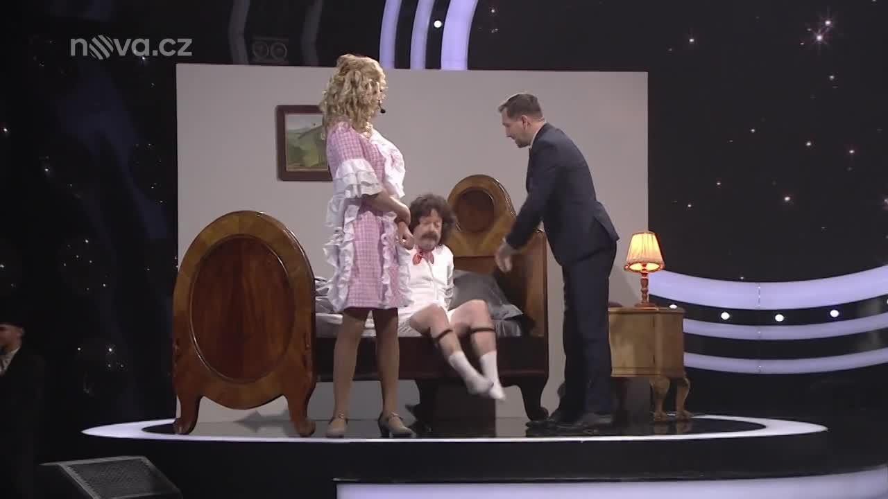 Marek Lambora jako Naďa Urbánková – Vilém peče housky
