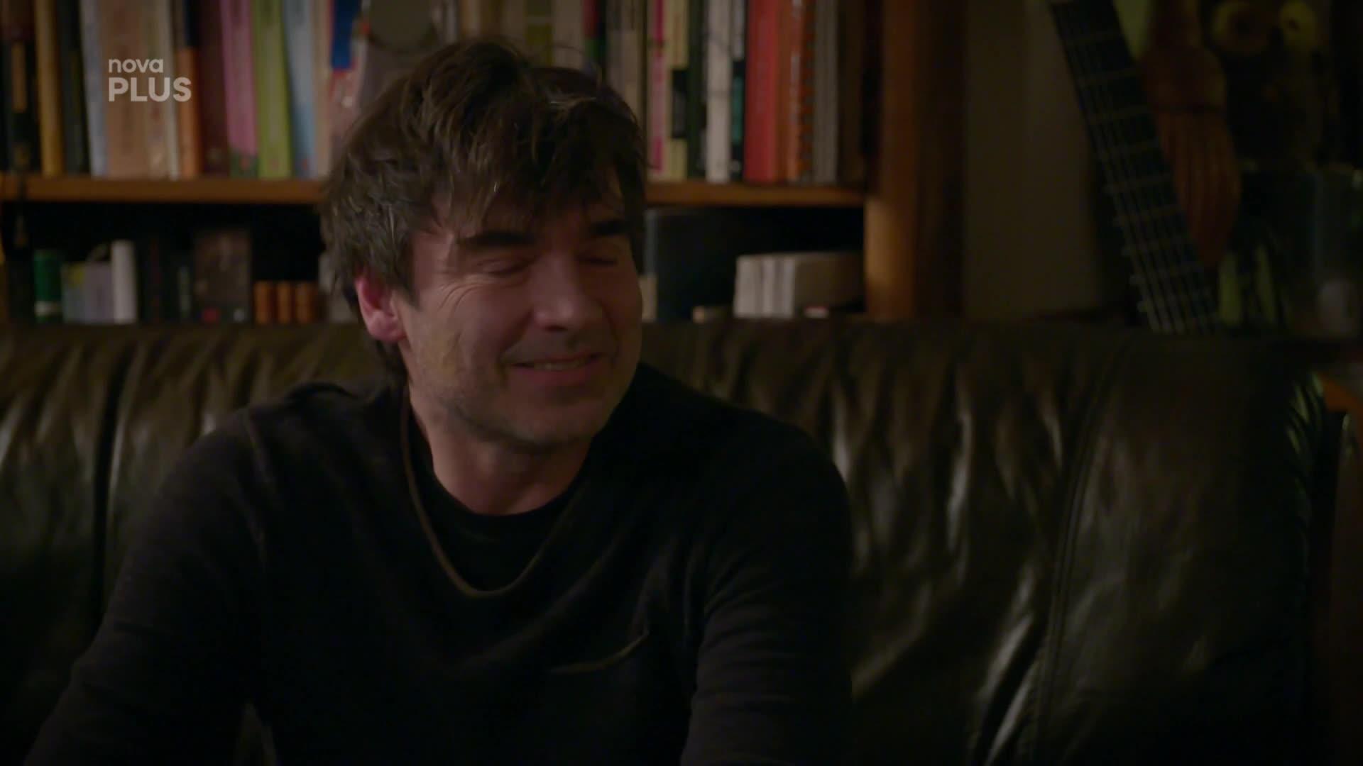 Martin vyprovokuje Alenu k vášnivé předehře! Kdo je při tom vyruší?