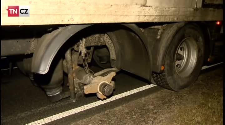 Utržená pneumatika z náklaďáku zabíjela