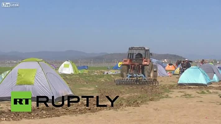Řecký farmář zoral nelegální uprchlický tábor