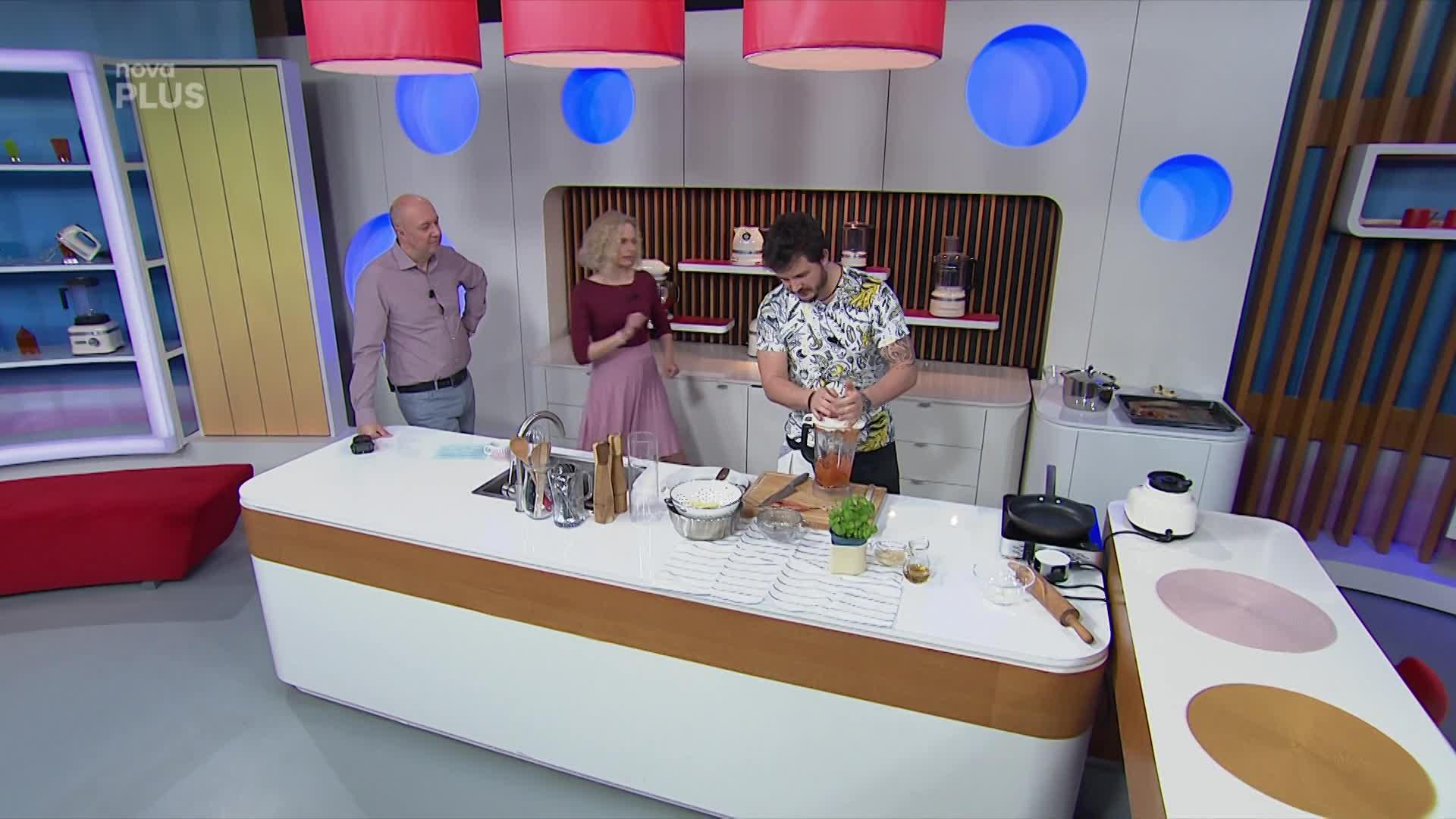 Vaříme s Romanem: Jak připravit domácí těstoviny s kečupem a parmezánem?